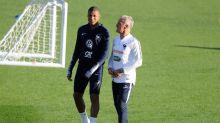 «Mbappé vit très bien sa notoriété et sa popularité», assure Deschamps