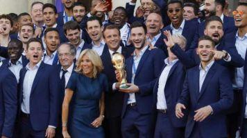 Macron : laisse moi kiffer la coupe avec mes Bleus