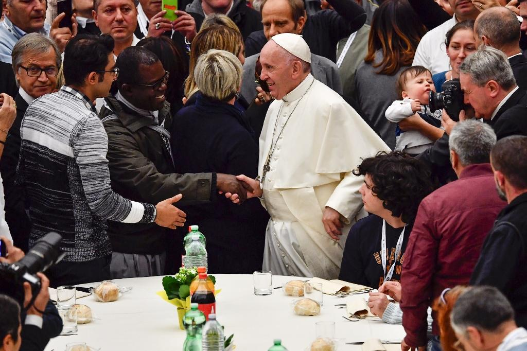 """Pope Francis denounce a world in which """"the wealthy few feast on what, in justice, belongs to all"""". (AFP Photo/Vincenzo PINTO)"""