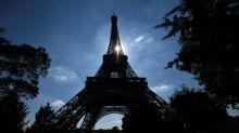 Pariser Polizei stellt 20 Tonnen Miniatur-Eiffeltürme sicher