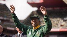 ¿Qué le pasa en la mano a Morgan Freeman?