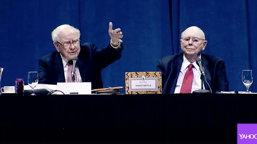 The awesome moment Warren Buffett praised Jack Bogle at the 2017 Berkshire Meeting