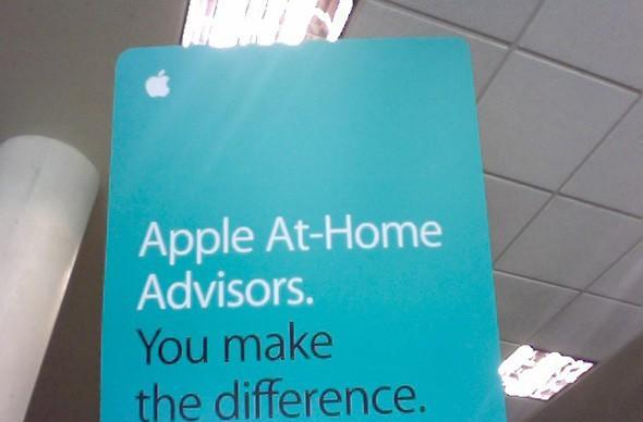Apple pushing its at-home advisor program to college students