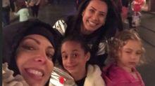 Morena e loira do Tchan na Disney! Sheilas se divertem com as filhas