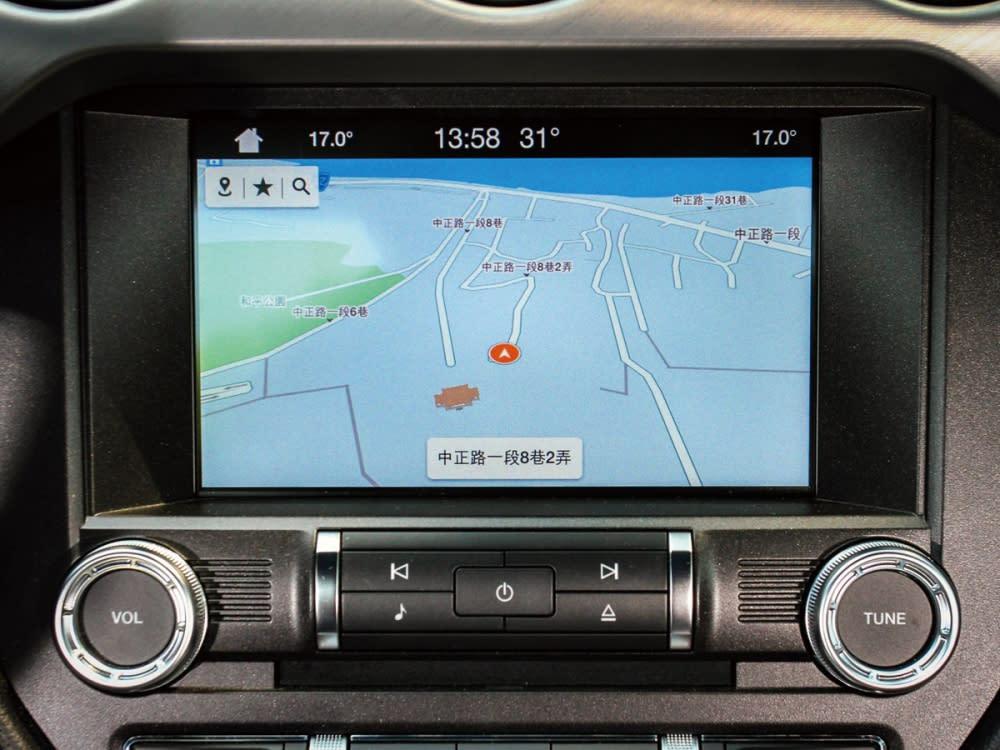 導航系統的加入,也讓Mustang的行車更佳便利。