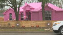 """""""Ich verstehe nicht, warum es den Leuten nicht gefällt"""", sagt ein Texaner, der sein gesamtes Haus rosa angestrichen hat"""