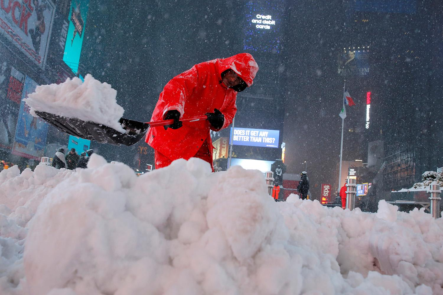 <p>A worker clears snow in Times Square during a winter storm in New York, March 14, 2017. (Andrew Kelly/Reuters) </p>