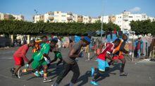 Jugar al fútbol para olvidar la vida de migrante en Marruecos
