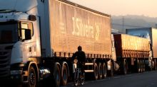 Camioneros protestan en el mayor puerto de Brasil y preparan una huelga nacional