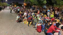 Unos 800 venezolanos atrapados en la frontera con Colombia al volver a su país