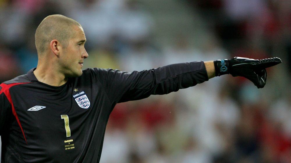 Former England goalkeeper Robinson retires