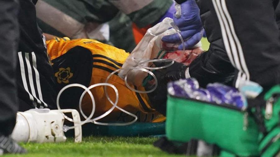 Raúl Jiménez, operado con éxito después de su choque brutal contra la cabeza de David Luiz