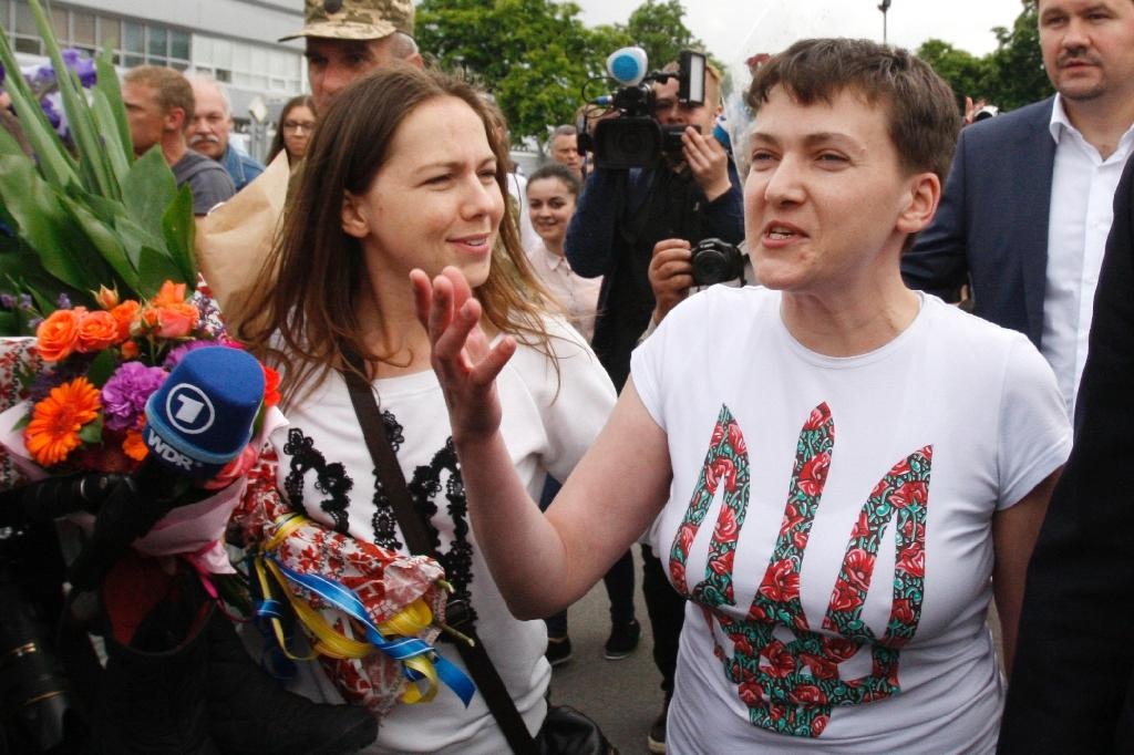 Nadiya Savchenko (R) arrived in Kiev to a hero's welcome after nearly two years in a Russian prison