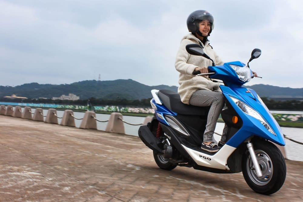 從起步到80km/h加速一氣呵成,充沛的扭力於市區行駛時相當實用。線性的加速手感,Umi也表示相當好操控與掌握!