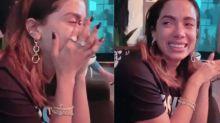 Anitta chora muito ao falar com novo irmão pela primeira vez
