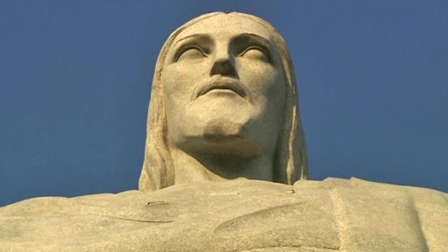 Workers repairing iconic Christ statue in Rio receive blessing