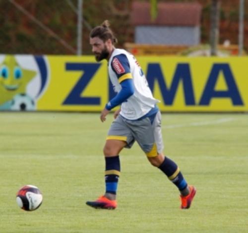 Mano Menezes admite dificuldade de Rafael Sóbis em atuar pelos lados