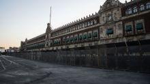 """""""No es miedo"""", asegura AMLO respecto a la colocación de vallas en Palacio Nacional"""