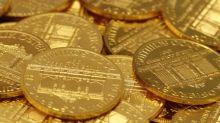 Oro cae, amenaza de más aranceles sobre bienes chinos apoyan al dólar