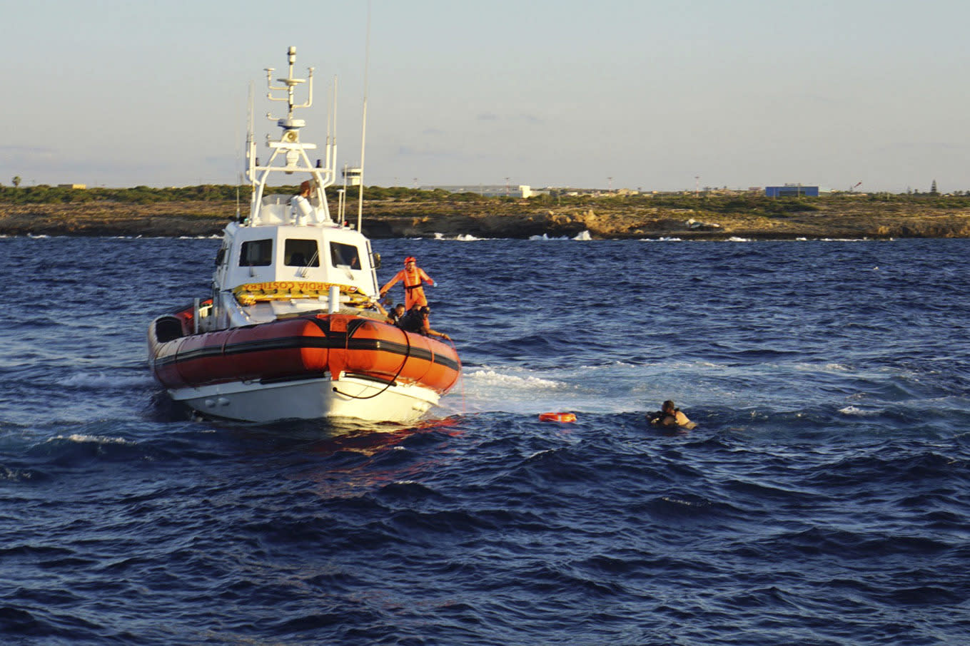 Migrants attempt to swim to coast after jumping off rescue boat