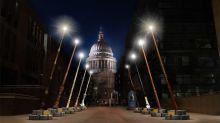 Nueve varitas GIGANTES de Harry Potter adornarán una calle en Londres este otoño