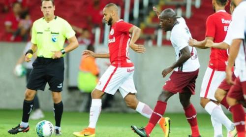 Motivado, lateral Carlinhos volta a treinar com o grupo do Internacional