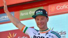 Sam Bennett hace doblete en final accidentado, Primoz Roglic sigue líder en la Vuelta