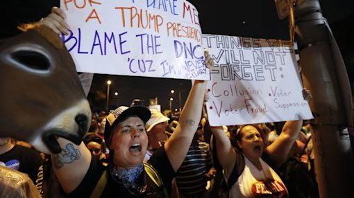 Police, protesters at DNC praised for restraint, courtesy