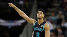 Jeremy Lamb hits ridiculous half-court buzzer-beater to keep Hornets' playoff hopes alive