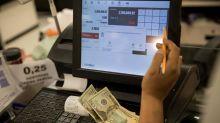 El dólar se dispara en Venezuela y deja el salario mínimo en 2,4 dólares