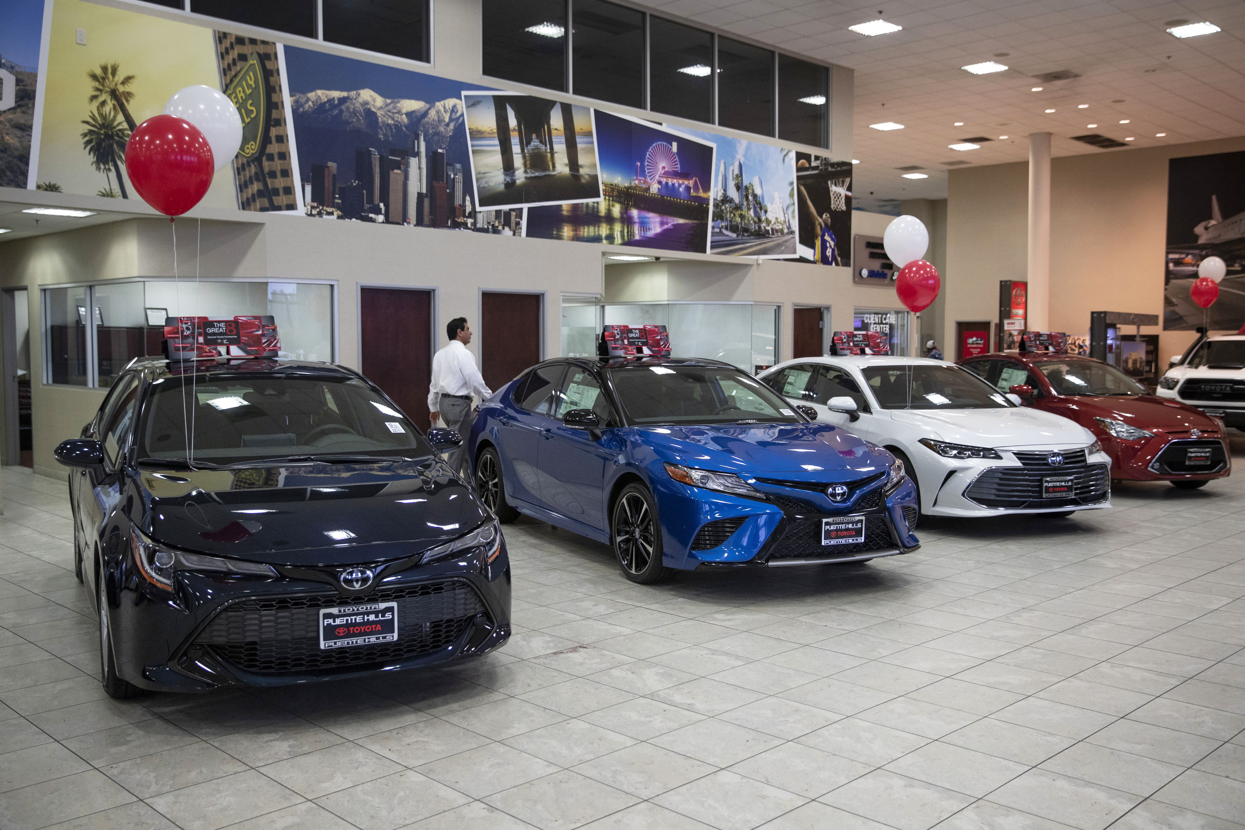 Best Auto Deals >> Edmunds This Summer S Best Car Deals Are Used Cars