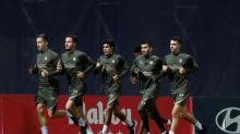 El Atlético se entrena con sólo seis jugadores del primer equipo