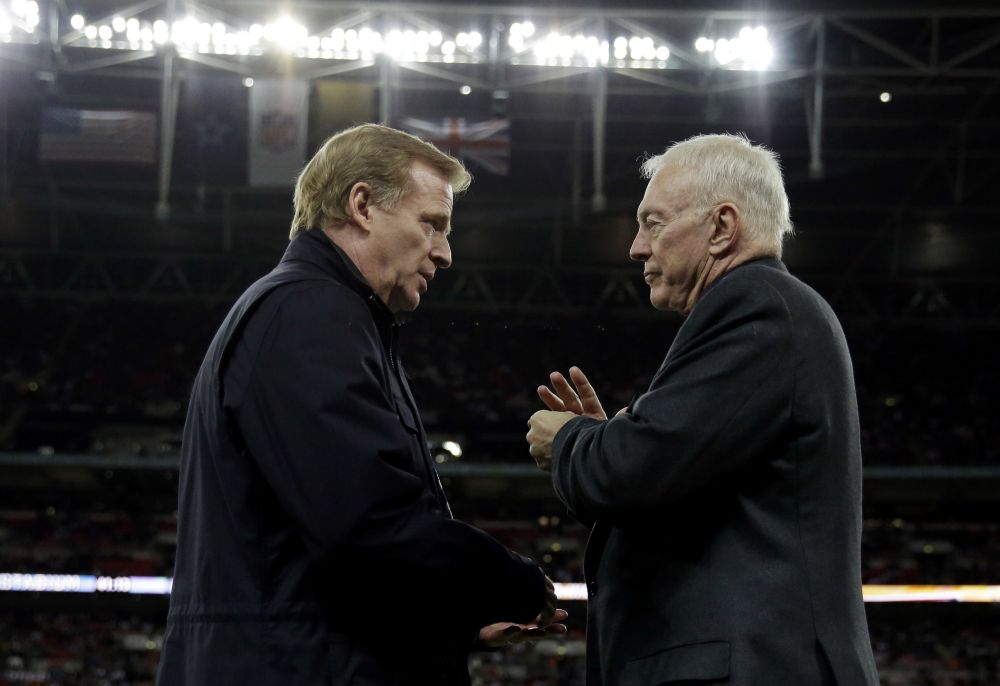 Dallas owner Jerry Jones, right, is reportedly attempting to block NFL commissioner Roger Goodell's extension. (AP)