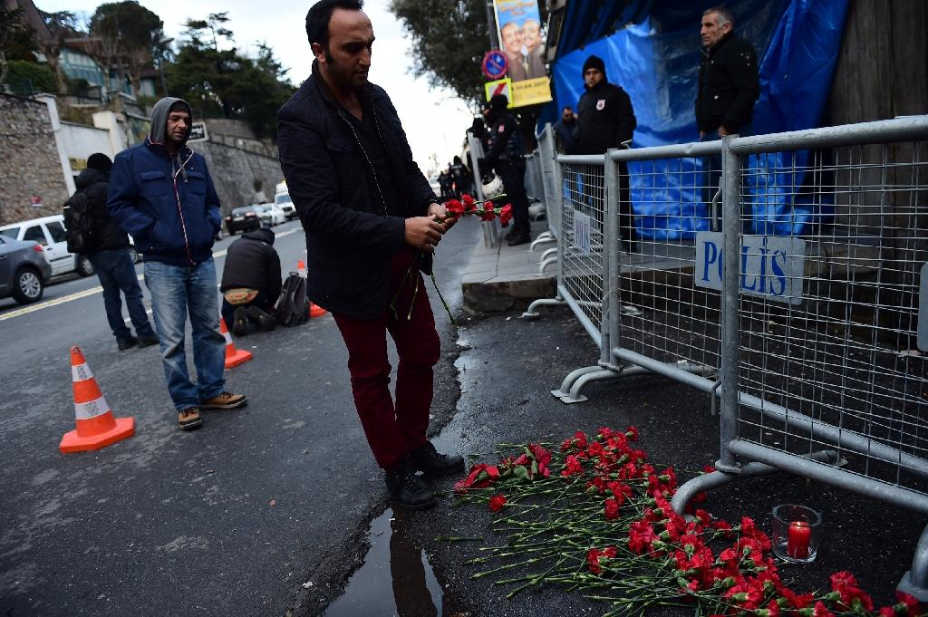 People lay flowers in front of the Reina nightclub in Istanbul on January 1, 2017, after a gunman killed 39 people in a shooting rampage (AFP Photo/YASIN AKGUL)