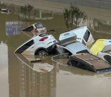China floods: People unite on social media to help flood victims