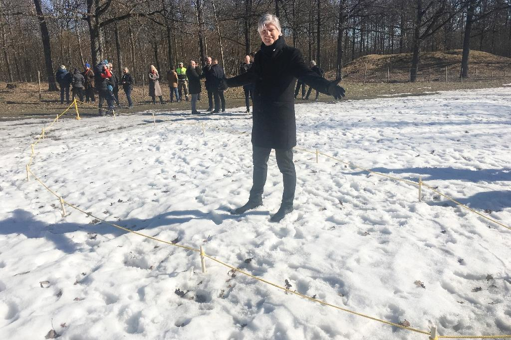 This handout picture released March 25, 2019 by Vestfold Fylkeskommune shows Norwegian Minister of Climate and Environment Ola Elvestuen posing at the place where a ship's grave probably originated from the Viking Age has been discovered (AFP Photo/Vestfold Fylkeskommune)