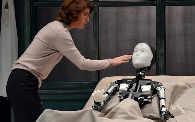 Sorry, theater actors: now robots can play leading roles