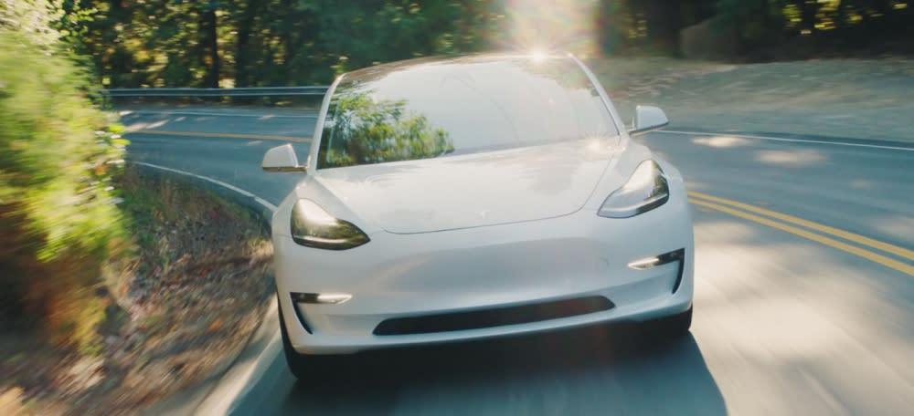 Elon Musk表示:雙馬達Tesla Model 3下週開放預訂!