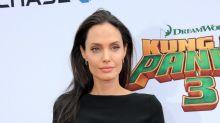 Angelina Jolie, en los huesos con este LBD