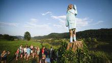 Une statue de Melania Trump incendiée dans sa ville natale en Slovénie