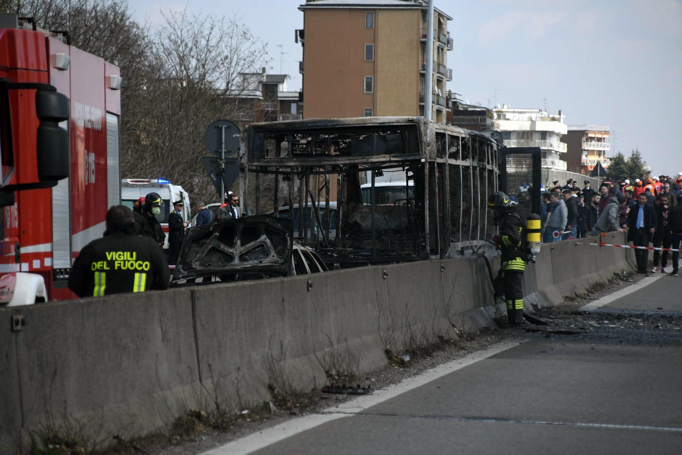 Italy: Driver abducts schoolchildren, sets bus ablaze