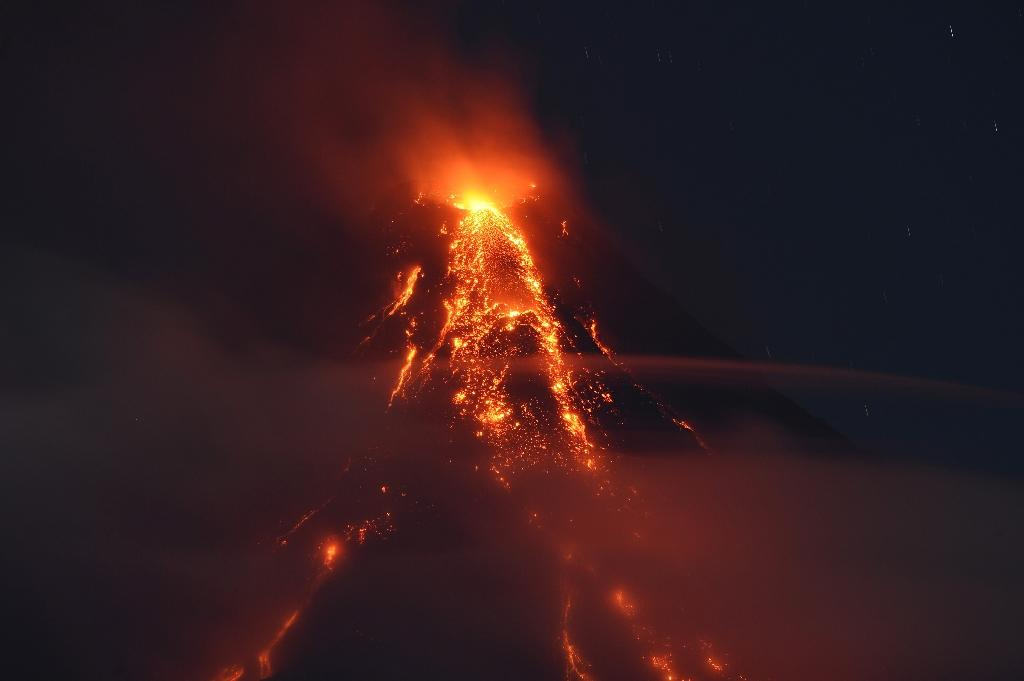 The Mayon volcano has been emitting flaming lava and giant clouds of superheated ash (AFP Photo/TED ALJIBE)