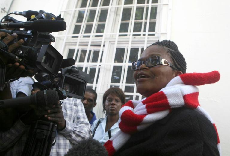 Leading Zimbabwe rights lawyer Beatrice Mtetwa has been barred from representing an award-winning journalist