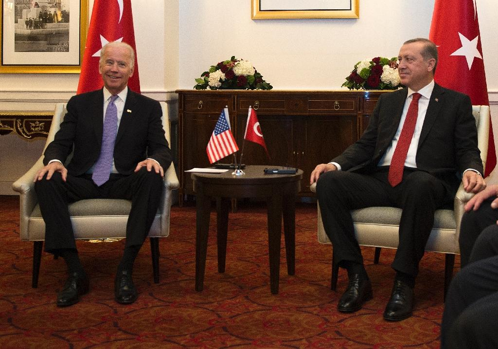 US Vice President Joe Biden (L) attends a meeting with President Recep Tayyip Erdogan of Turkey on the sidelines of the nuclear summit in Washington, DC, on March 31, 2016 (AFP Photo/Andrew Caballero-Reynolds)