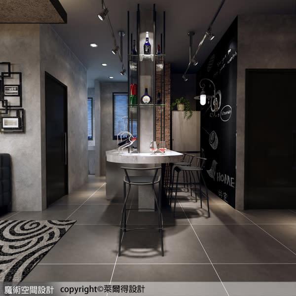 吧檯的專屬設計,兼具餐廳的使用機能,且與廚房連貫,延伸餐、廚空間的區域坪效。