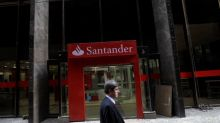 Santander ups dividend but is heckled over Popular acquisition
