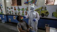 Los sanitarios en mejor posición y salud frente al coronavirus que hace meses