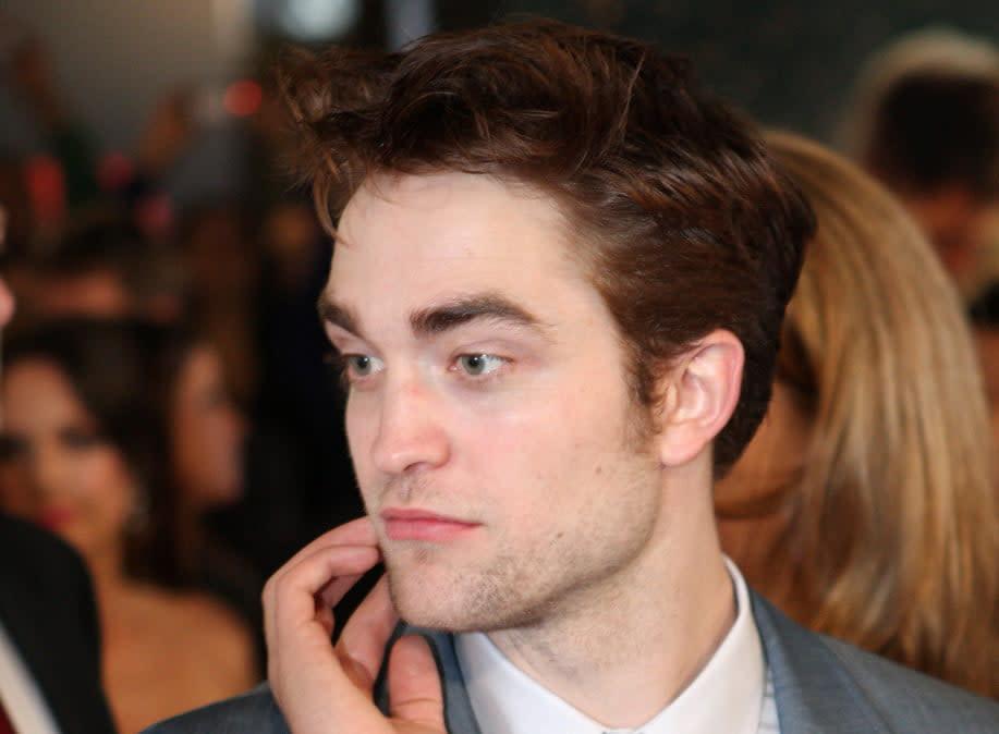Pattinson da positivo por coronavirus y detiene The Batman