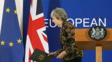 Brexit: May croit encore possible d'obtenir des garanties après un sommet tendu