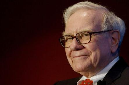 Warren Buffett speaks out on Apple's cash pile